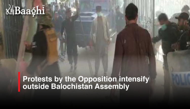 Protests by the Opposition intensify outside Balochistan Assembly #Baaghi