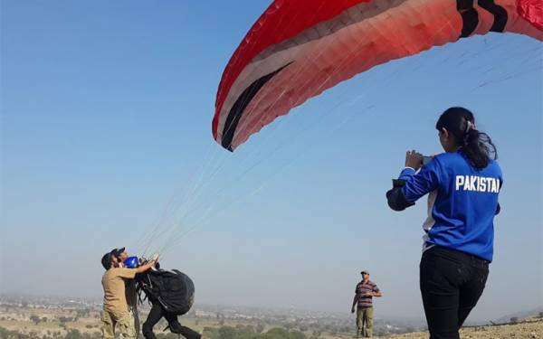 European paragliders set a new paragliding record in Pakistan