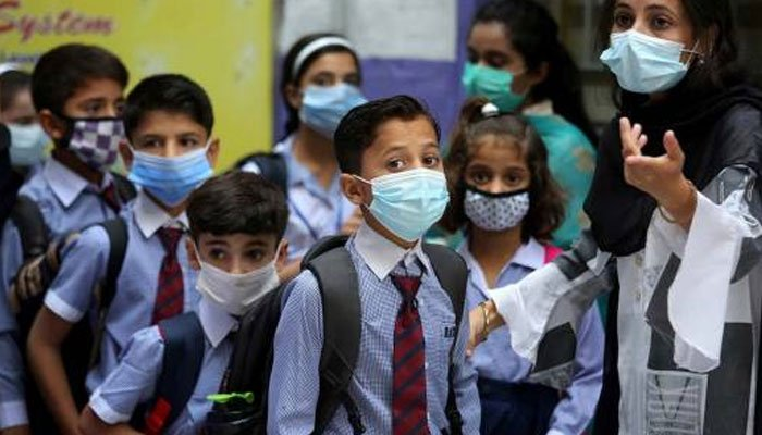 What kind of mask is safer for children at school?