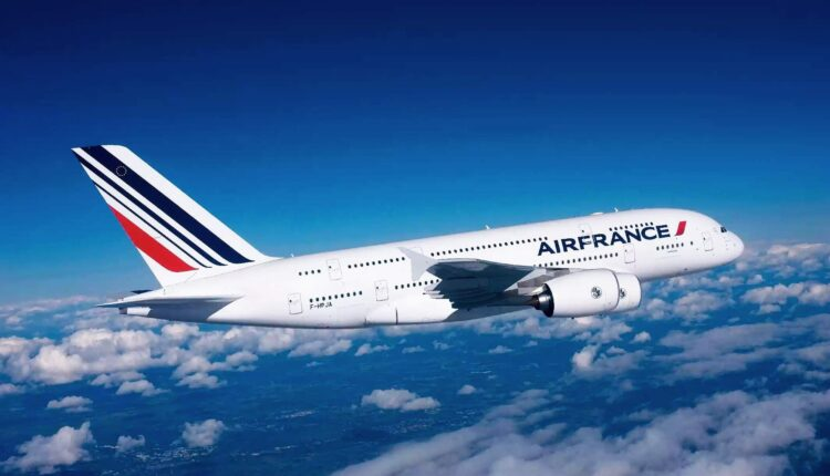 Air France aircraft catches fire amidst take-off!